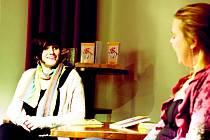 MARTINA BITTNEROVÁ (vlevo) v Baru Krásný ztráty při autogramiádě.