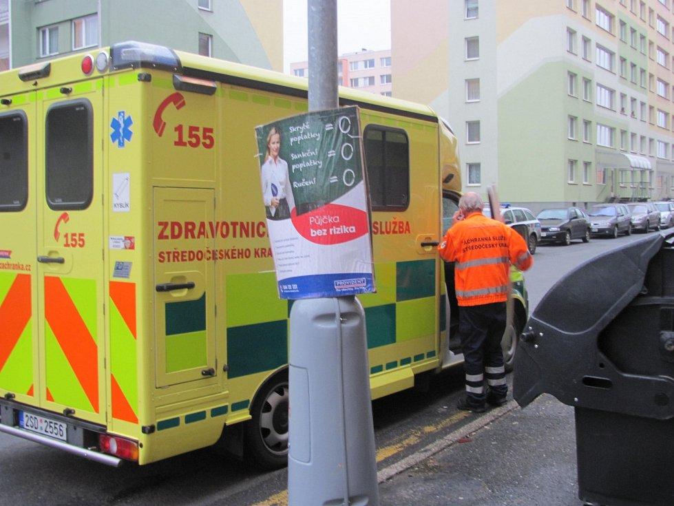 Záchranáři už pobodanému muži v Hřebečské ulici nedokázali pomoci.