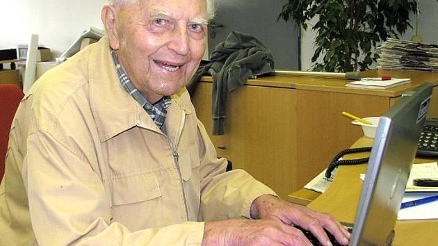 Devadesátiletý Jaroslav Vykouk st. se snaží být stále aktivní. Se svým synem začal dokonce vydávat časopis.
