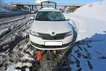 Nehoda se stala na silnici I/7 u sjezdu na Slaný.