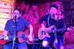 Kapela Lola pokřtila v kladenském Dundee Jam klubu klip ke své skladbě Kladnou hlavou, v níž hraje i Jaromír Jágr.