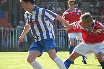 Velvarský Průcha (vpravo) vstřelil krásný gól, ale na výhru nestačil.