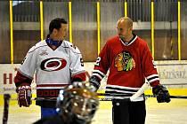 Do paměti malých hokejistů se z campu v Mariánských Lázních určitě nejvíce zapíše středa. Na ledě je navštívili jejich hokejové idoly.  Ti si s mladými hráči nejen zatrénovali, ale také se jim ochotně podepisovali a nechali se fotografovat.