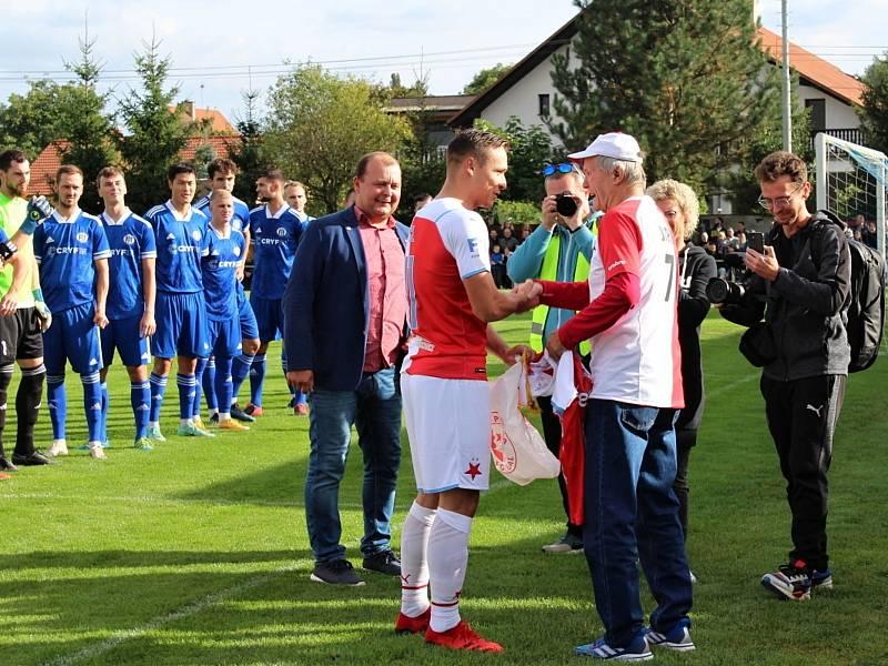 Fotbalová bomba tikala ve Velvarech, domácí ji ale neodpálili úplně a Slavia zápas o postup do osmifinále MOL Cupu zachránila. Vyhrála 4:2. K narozeninám popřál legendě Velvar R. Nádhernému kapitán Slavie Tecl