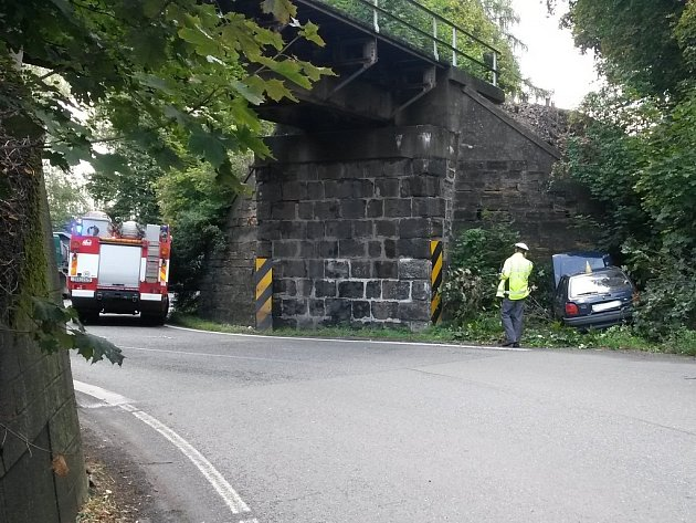 Dopravní nehoda fordu u slánského viaduktu ve Kvíčku