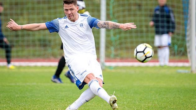 Fotbalová příprava: Kladno (v bílém) nečekaně vyhrálo na hřišti SK Slaný vysoko 7:1. Posila Kladna Říha