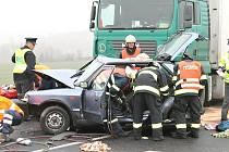 POSLEDNÍ VELMI VÁŽNÁ nehoda se stala na silnici I/7 u Slaného minulý týden. S velmi těžkými zraněními byli do pražských nemocnic odvezeni muž a žena v důchodovém věku.