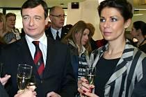 Kateřina Pancová (vpravo), vlevo bývalý hejtman David Rath. Při slavnostním otevření přístavby kladenské nemocnice v březnu v roce 2011.
