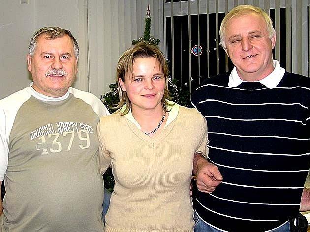Nejlepší hráči Fortuna ligy. Zleva jsou celkově druhý Karel Blätterbauer, třetí Růžena Jelínková a vítěz Miroslav  Šubrt.