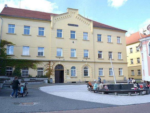 Budova Vysoké školy finanční a správní  v Kladně.