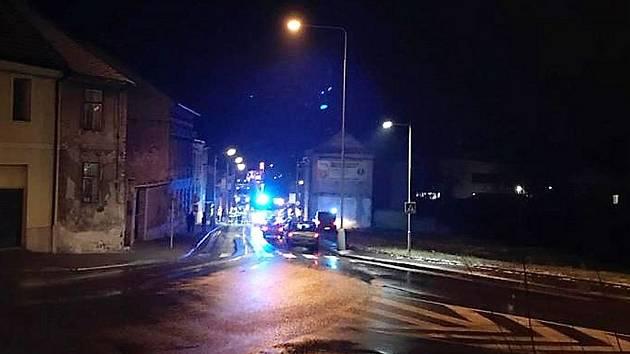 Pohled do Lázeňské ulice kde v úterý večer zasahovali jako první slánští hasiči.