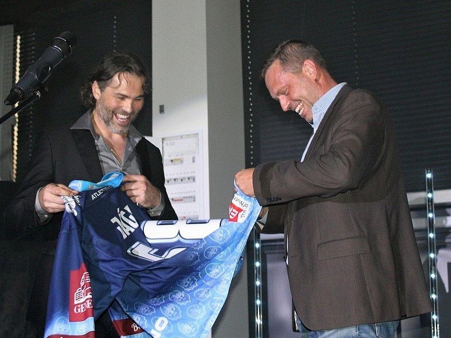 Představení nových dresů Rytířů v NC Oaza a uvedení dalšího člena do Síně slávy kladenského hokeje, Miro Rysa. Byl u toho i Jaromír Jágr