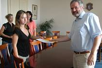 Spor o ředitelku pokračuje. Rodiče se vydali za primátorem s peticí.