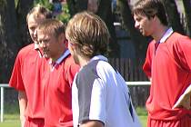 Fotbalisté  Tuchlovic vyhráli hektické derby s Velkou Dobrou.