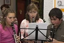 Na zahájení výstavy vystoupily také děti z hudebního oboru umělecké školy.