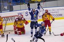 Kladno - Jihlava 3:2, domácí si vynutili sedmý zápas. Tůma s Přikrylem slaví druhý gól.