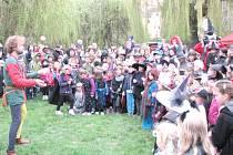 V BUŠTĚHRADU se lidé sejdou u rybníku Na Babkách.