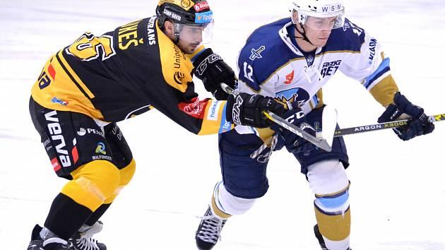 V posledním zápase dostali možnost mladíci Kladna. Tady s litvínovským Lukešem bojuje Štěpán Bláha.