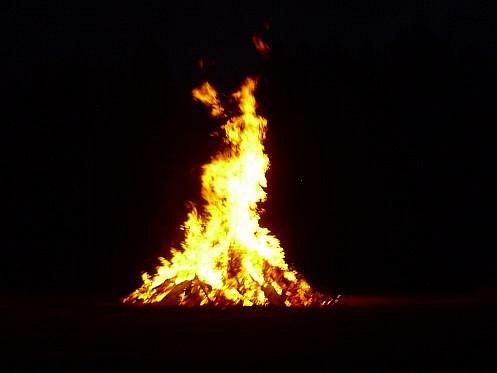Jedna z hranic hořela také v areálu bývalého koupaliště v Libušíně