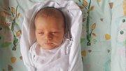 ADAM DUDA, VINAŘICE  Narodil se 14. dubna 2018. Po porodu vážil 3,28 kg a měřil 48 cm. Rodiče jsou Klára Kosová a Marek Duda.