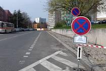 Chodník v Žižkově ulici dostane brzy nový povrch.