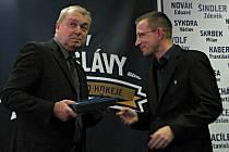 Otevření Síně slávy kladenského hokeje. Zdeněk Müller s mluvčím Rytířů a hlavním organizátorem akce Vítem Heralem.