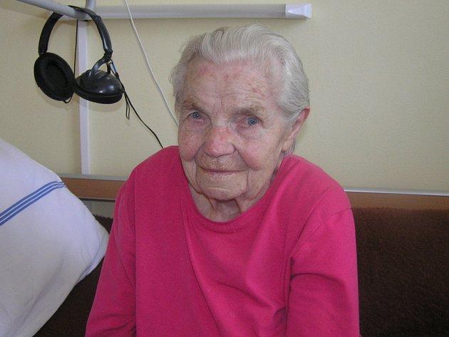 Devadesátčtyři let je věk, kterého se Anna Dufková dožila jen díky tomu, že celý život tvrdě pracovala.