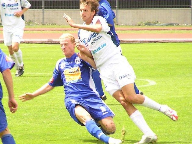 Martin Bayer (vlevo) by mohl být alternativou za odcházejícího Hamouze.