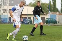 Fotbalová divize, SK Kladno (v bílém) - Chomutov 3:1.