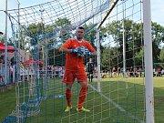Velvary (v zeleném) prohrály v MOL Cupu s Hradcem Králové 0:1. Velvarský gólman Měsíček