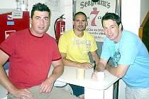 Také Kladeňáci, kteří loňskou sezonu odehráli v NHL, začali přípravu na ledě. U předtréninkové kávičky si pokecali Tomáš Kaberle, Tomáš Plekanec a  František Kaberle.