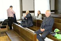 Verdikt v kauze kladenských autoškol nepadl, advokát k soudu nedorazil.