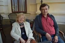 Předsedkyně Vlastivědného kroužku Zlonicka Kateřina Baráková a autor knihy Alexandr Černý.
