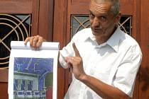 Architekt David Vávra s návrhem rekonstrukce kladenského divadla.