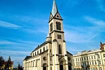 KOSTEL NANEBEVZETÍ PANNY MARIE stojí na kladenském náměstí Starosty Pavla.