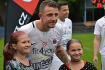 Jedním z nejoblíbenějších hráčů fotbalového týmu Real Top Praha je mezi fanoušky Jakub Štáfek.