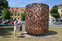 Kovové sochy Čestmíra Sušky budou ve Slaném k vidění až do podzimu.