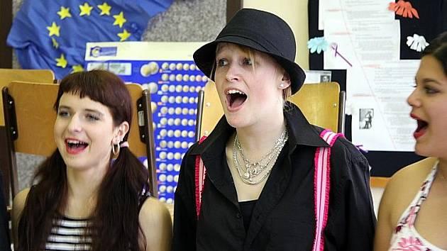 Studentky Střední odborné školy a učiliště v Kladně zakončily rok muzikálem.
