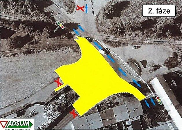 Rekonstrukce nepřehledné křižovatky v Kladně Na Cikánce, kde začne kraj od pondělí stavět kruhový objezd.