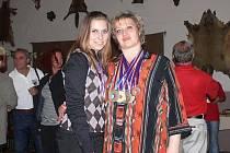 Petra a Kateřina Rouhovy - mistryně Evropy 2009 ve střelbě na kovové siluety zvířat.