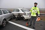 Nehody více než čtyřiceti vozidel zablokovaly dálnici D6 u Prahy