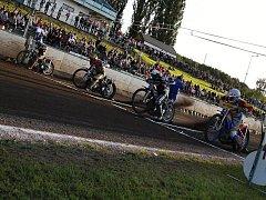 AK Slaný doma porazil Prahu a poprvé v sezoně slavil výhru.
