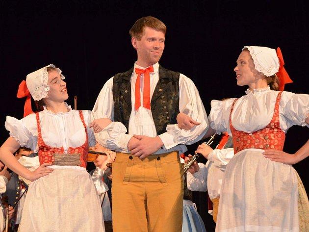 Středočeský folklorní festival Tuchlovická pouť se koná počtyřiadvacáté.