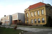 Základní škola ve Smečně. Horní budova, takzvaná na boku