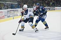 Hokejisté HC Zubr Přerov (v modrém) byli proti Kladnu ve 3. čtvrtfinále bez šance.