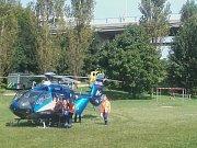 Muže po pádu ze sítenského mostu transportoval vrtulník