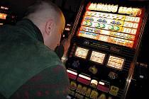 Ministerstvo si chce posvítit na hazard ve městech