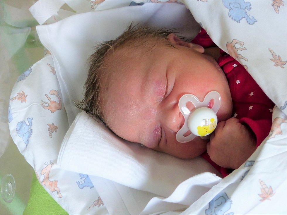Anna Kývalová se narodila 10. února 2021 v kolínské porodnici, vážila 3775 g a měřila 50 cm. Ve Zruči nad Sázavou se z ní těší sestřička Zuzka (15) a rodiče Jana a Karel.