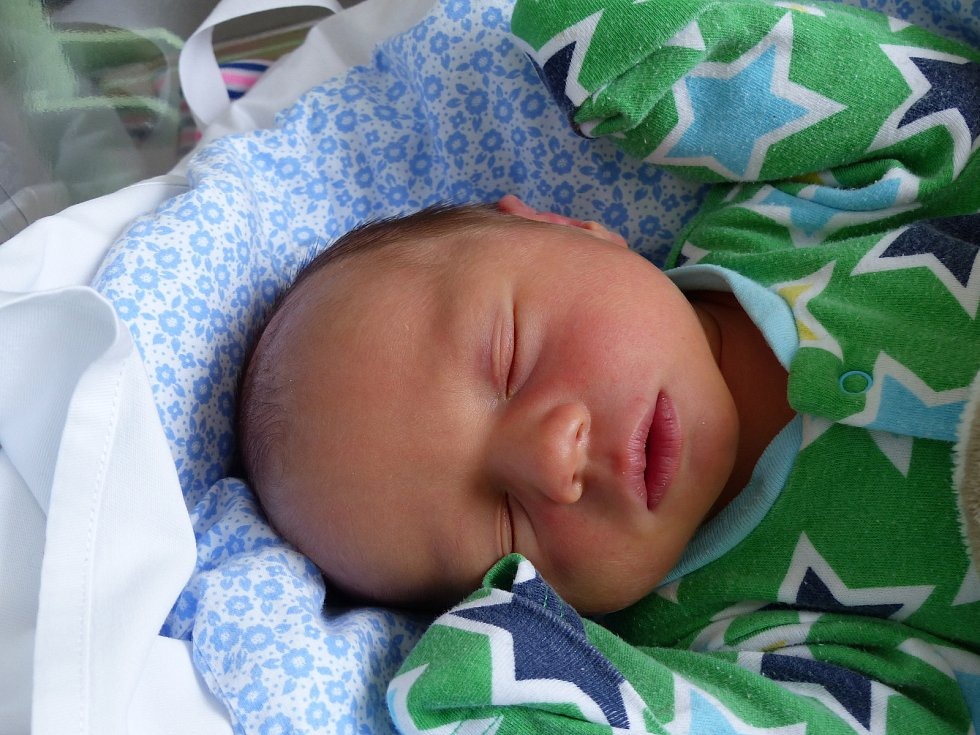 Adam Nelzer se narodil 8. února 2021 v kolínské porodnici a vážil 3780 g. V Kolíně se z něj těší maminka Monika a tatínek Michal.