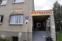Obchod s potravinami v Knovízi.